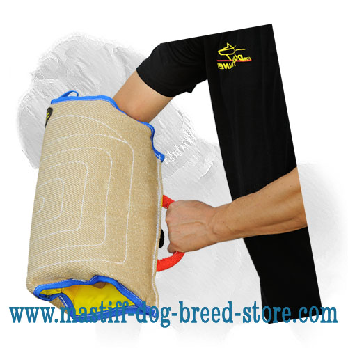 Dog sleeve of jute material with full-grab outside handle